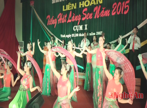 thanh-pho-vinh:-lien-hoan-tieng-hat-lang-sen-cum-1
