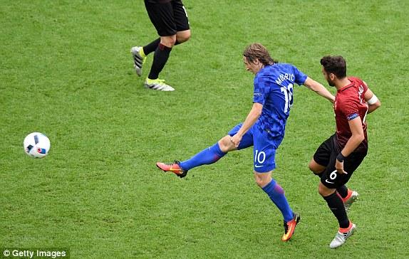 croatia-1-0-tho-nhi-ky:-sieu-pham-cua-modric